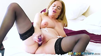 EuropeMaturE Hot Lusty Mature Playing..