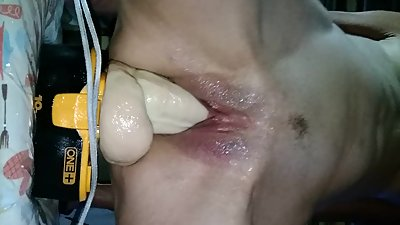 Horny MILF makes herself squirt